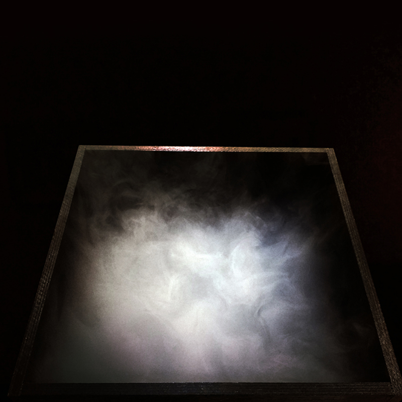 Rūkas juodoje dėžėje